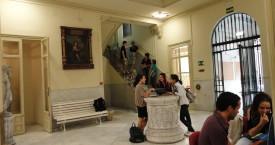 Estudiantes en Hall